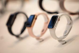 Apple Watch Series 4 in store