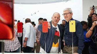 Tim Cook en Jon Ivy na introductie iPhones