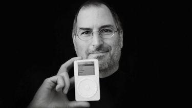 Steve Jobs toont eerste iPod