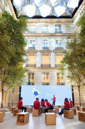 Apple Champs Elysees binnen