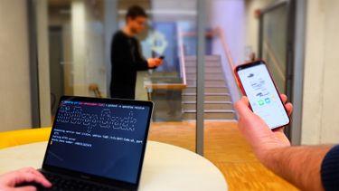 Foto van de TU Darmstadt die toont dat de Airdrop 'hack' werkt